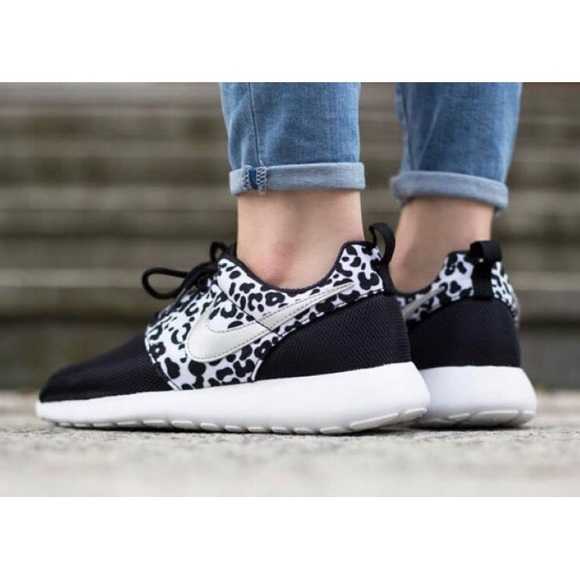 [Nike] Roshe Run Leopard Print Running Shoes
